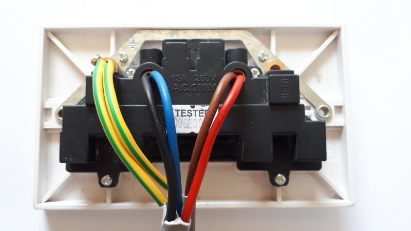 Picture of a socket with new wiring colours and old wiring colours
