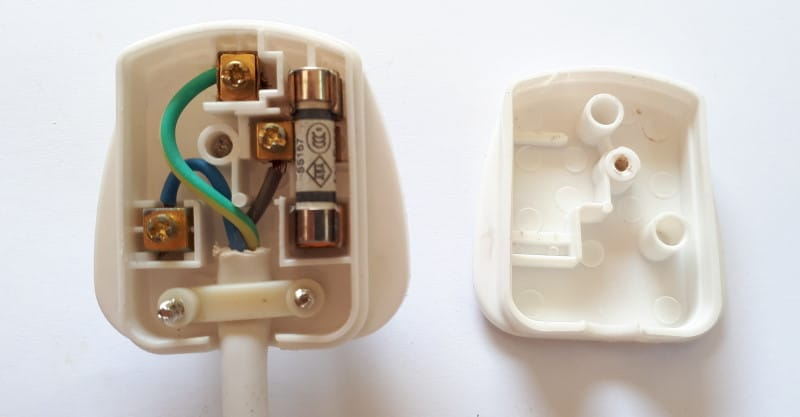 UK plug showing colours of  live neutral and earth cable